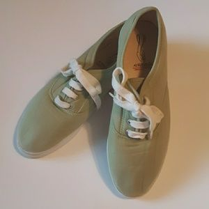 Vintage Aerosoles Wally Ball Canvas Tennis Shoes